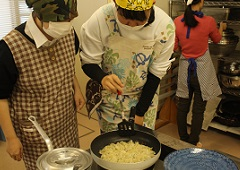 スイーツ作りで調理実習!